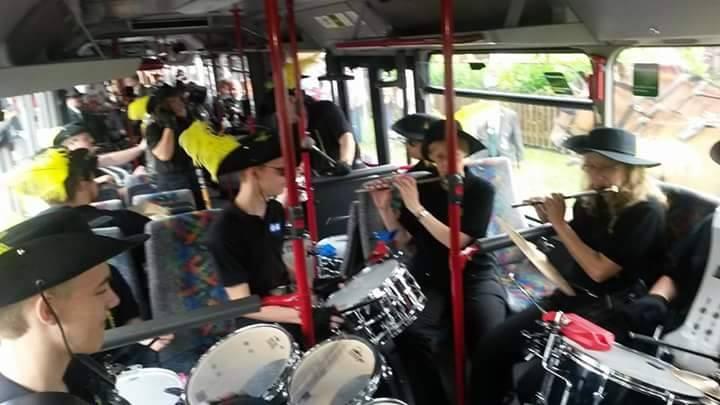 Musizieren im Bus während des Schützenfestes Hänigsen 2015